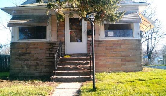 131 North Orchard Avenue, Waukegan, IL 60085