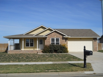 708 W 32nd Ave, Hutchinson, KS 67502