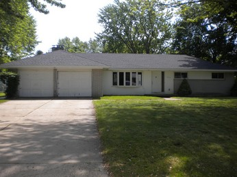 1212 Woodlow St, Waterford, MI 48328