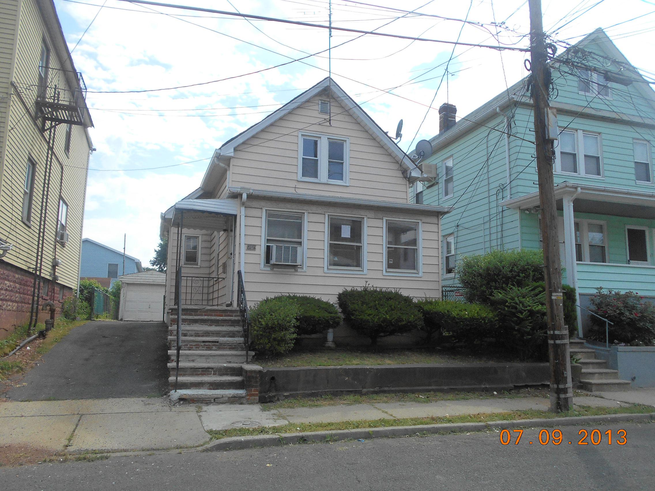 712 Mcgillvary Pl, Linden, NJ 07036